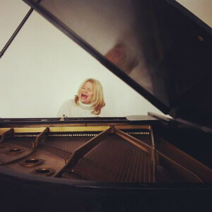 Singer-Songwriter Kara Johnstad Learn to Play Piano in One Day Workshop