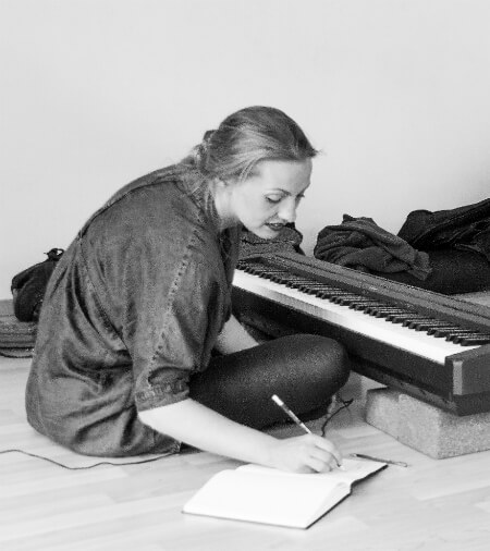 Suzy von Sonntag at Learn to Play Piano in One Day Workshop with Kara Johnstad photo by Matthias Fuchs