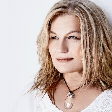 Berniecrats Radio Show talks with Kara Johnstad
